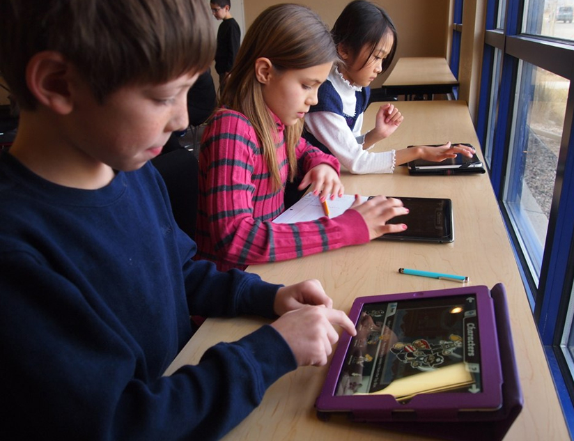 How Digital Learning Platforms Empower Students with Personalized Learning